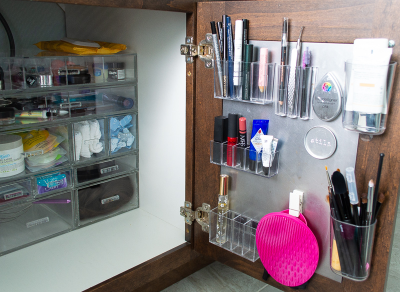 Frequent Use Items Organized on the R Cabinet Doors using Magnets